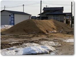 もみ殻堆肥の山